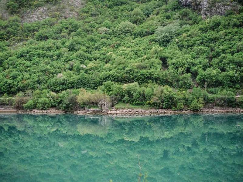 Bosnien und Herzegowina, am Ufer der Neretva
